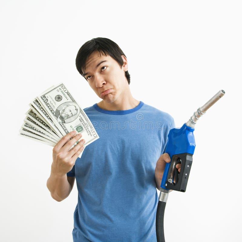 Homme avec le gicleur d'argent et de gaz. image stock