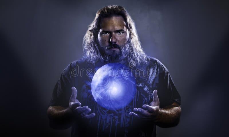 Homme avec le globe rougeoyant planant photos libres de droits