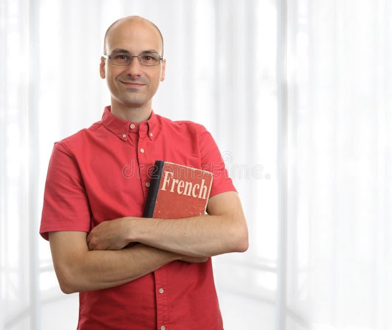 Homme avec le livre français photo stock