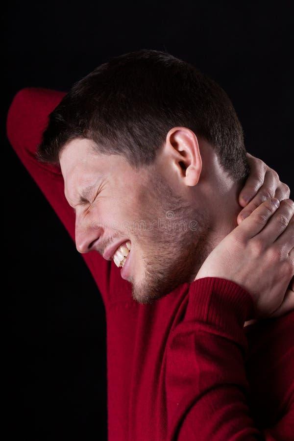 Homme avec le mal de cou photo stock