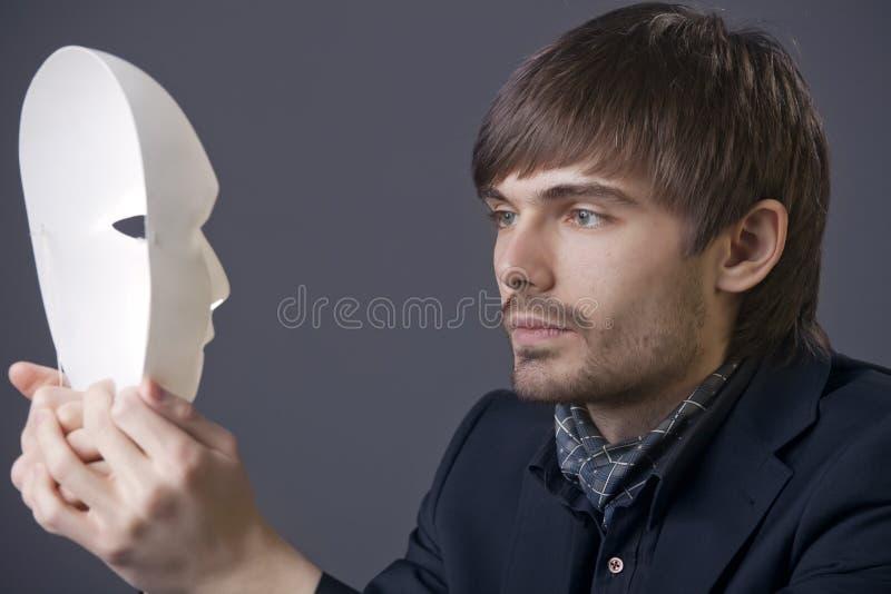 Homme avec le masque de théâtre photographie stock libre de droits