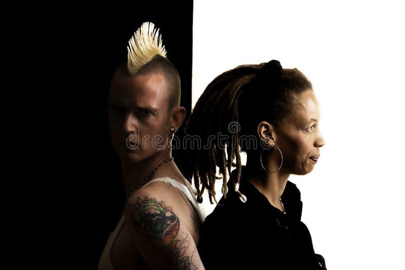 Homme avec le Mohawk et femme avec Dreadlocks photographie stock