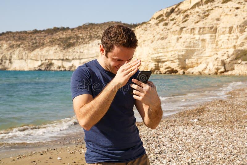 Homme avec le smartphone images libres de droits