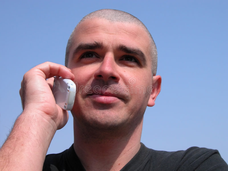 Homme avec le téléphone photo stock