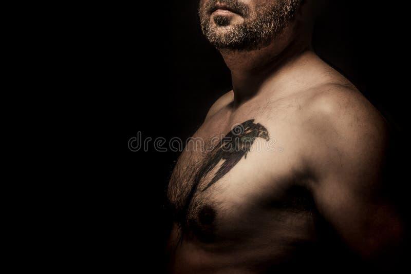 Homme avec le tatouage photographie stock
