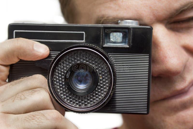 Homme avec le vieil appareil-photo photos libres de droits