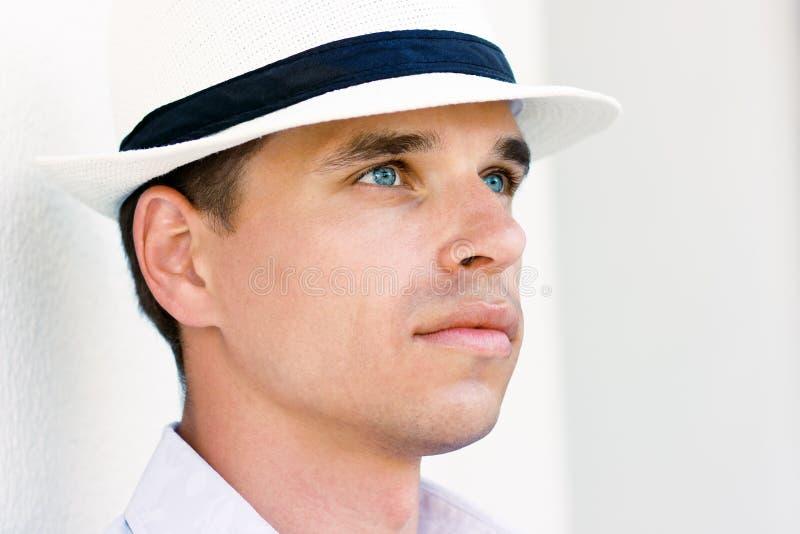 Homme avec les œil bleu image stock