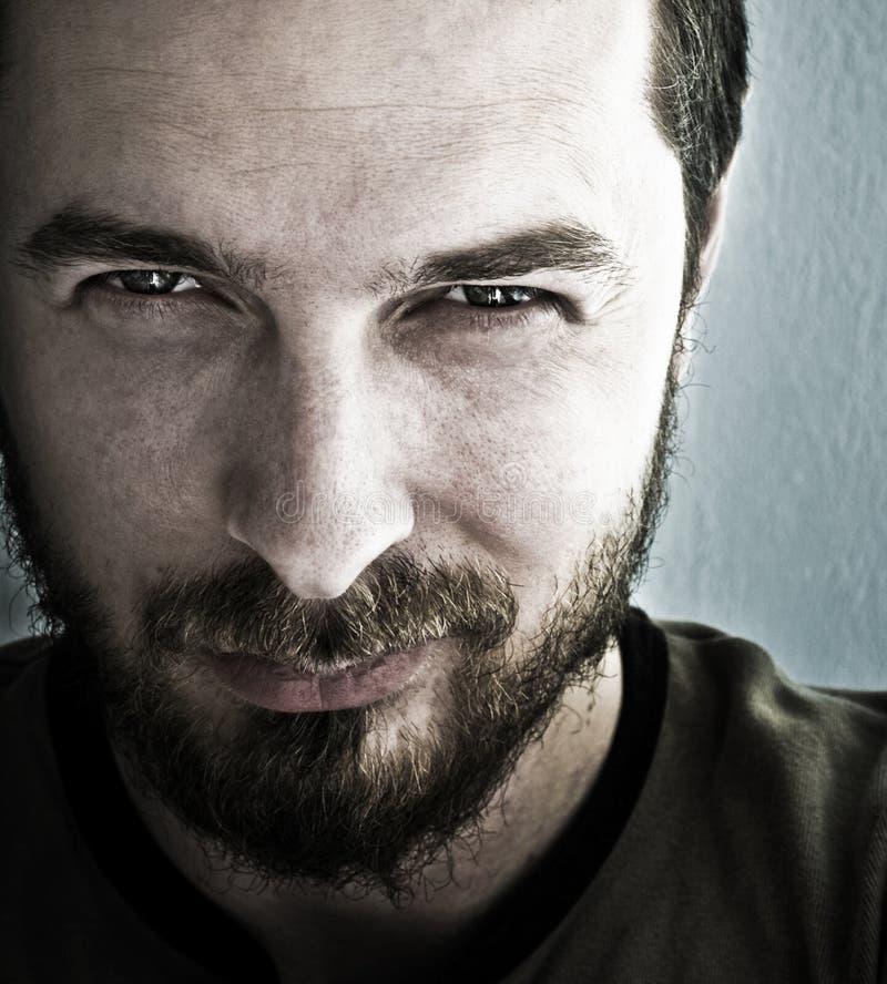 Homme avec les yeux de pétillement profonds images libres de droits