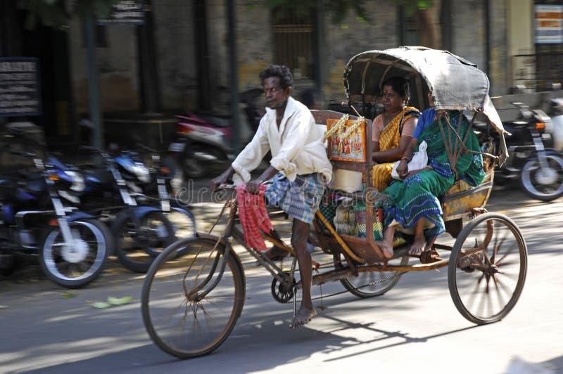 Homme avec Riksha à Jaipur, Inde images libres de droits