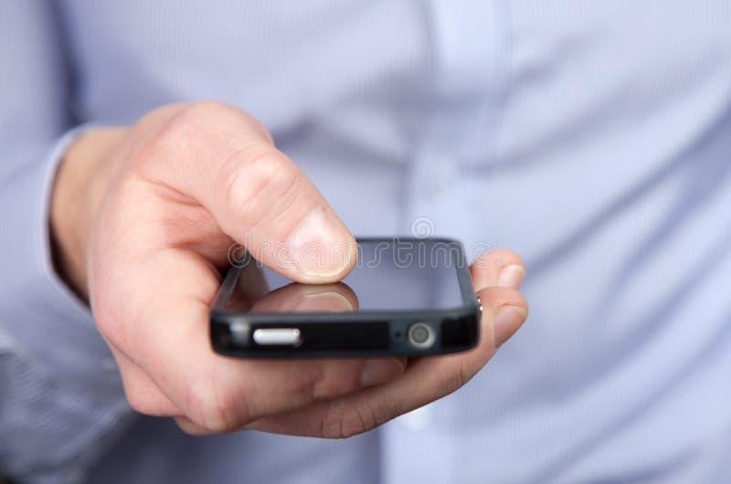 Homme avec un smartphone photographie stock