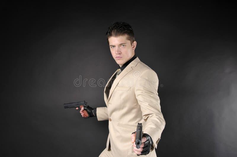 Homme avec une arme à feu images stock