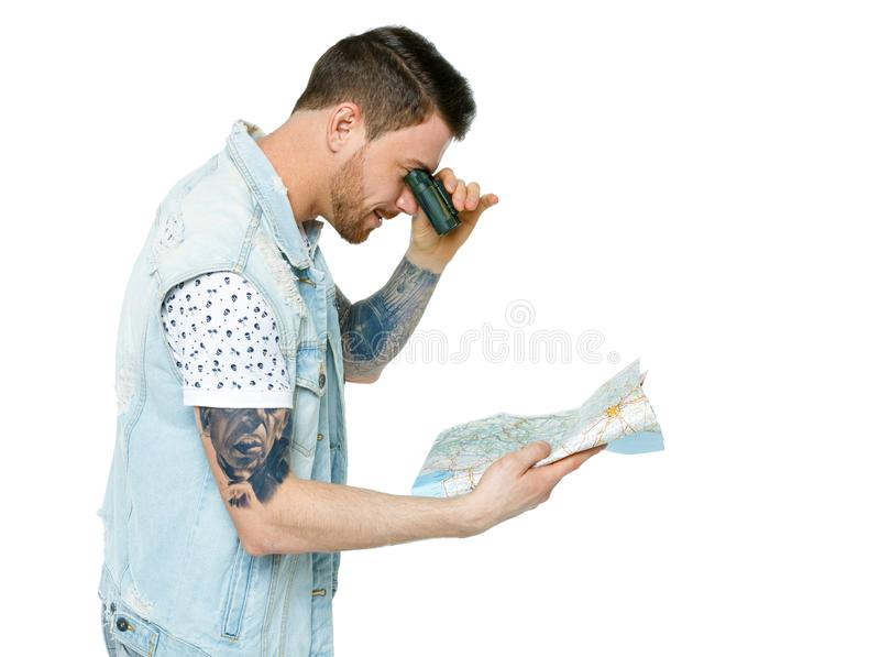Homme avec une carte Vue de c?t? images stock