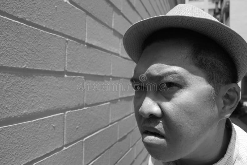 Homme avec une expression fâchée photographie stock libre de droits