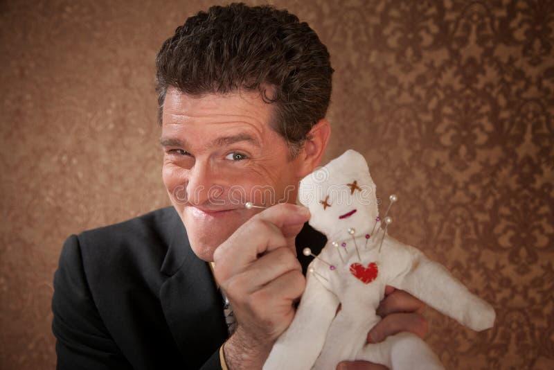 Homme avec une poupée de vaudou photos libres de droits