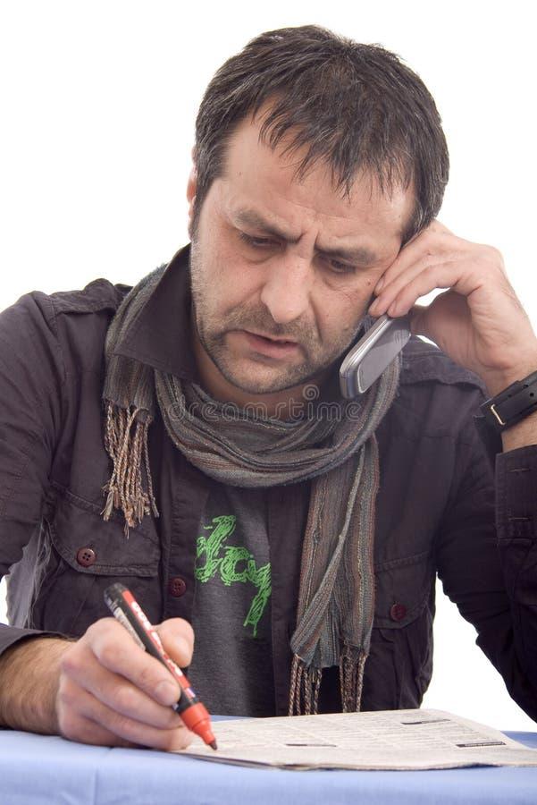Homme ayant une conversation téléphonique images libres de droits