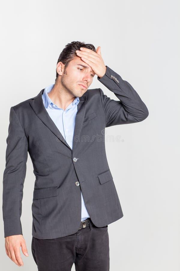 Homme ayant une gueule de bois images libres de droits