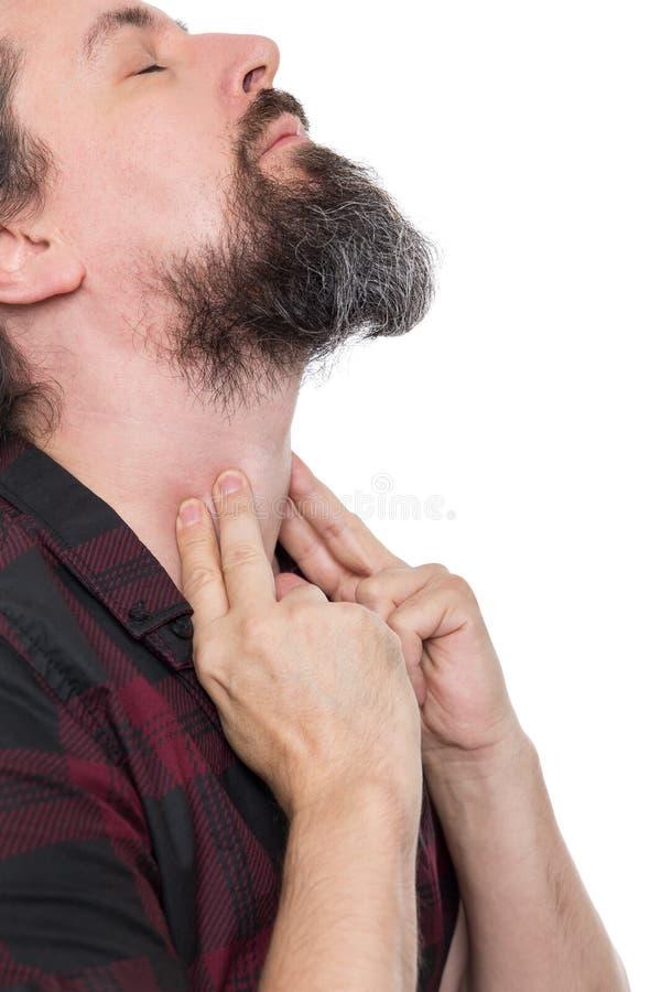 Homme balayant le laryngé, la laryngite, le goître ou le hypothyreosis images stock