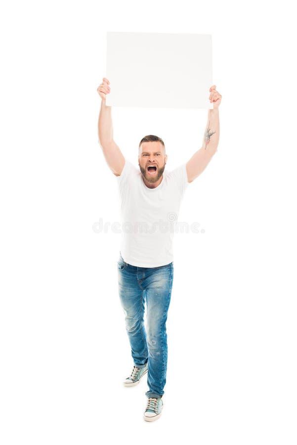 Homme barbu agressif tenant la bannière vide au-dessus de la tête, images libres de droits