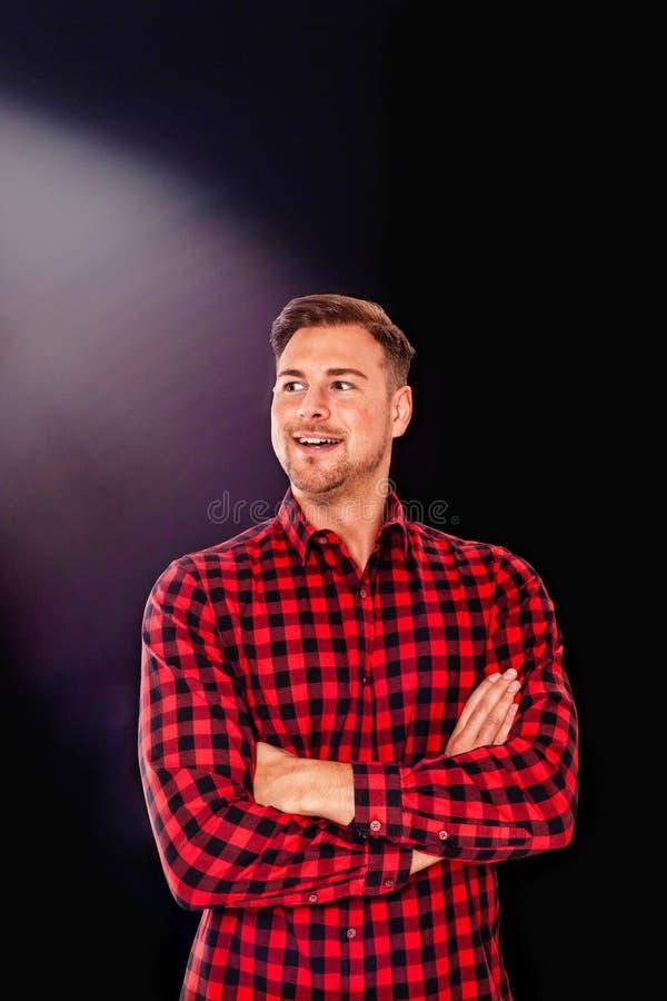 Homme barbu sûr avec un gai photos libres de droits