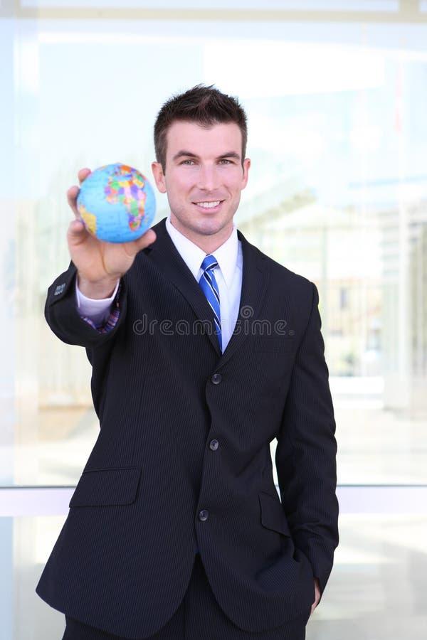 Homme bel d'affaires avec le globe images stock