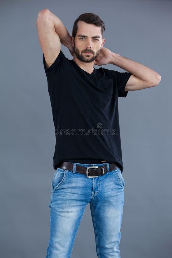 Homme bel dans le T-shirt noir photos libres de droits