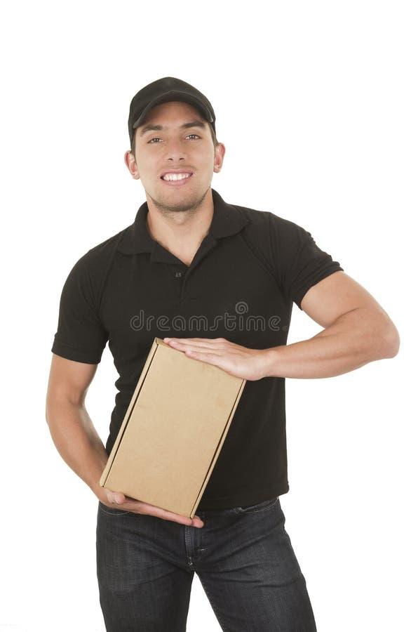 Homme bel de messager de brune tenant des paquets image libre de droits
