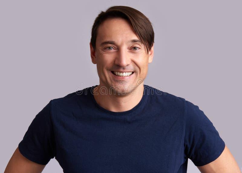 Homme bel de sourire Toothy d'isolement photo libre de droits