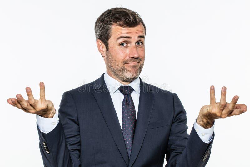 Homme bel heureux d'affaires montrant des mains pour le succès insouciant image stock