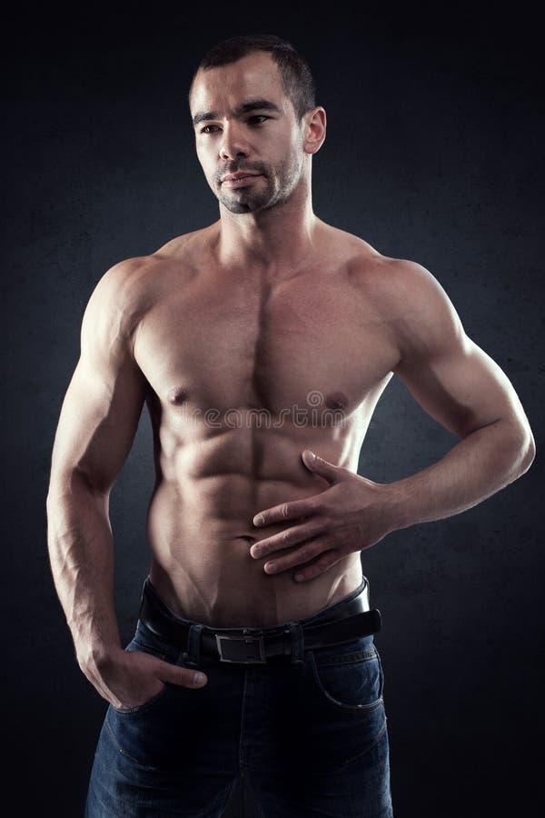Homme bel musculaire photos libres de droits