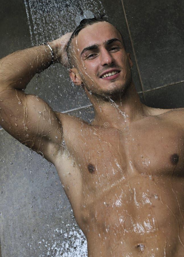 Homme bel sous la douche de l 39 homme image stock image du verticale rotique 14344555 - Masturbation douche homme ...