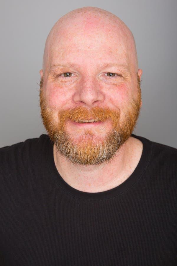 Homme chauve avec une barbe images stock