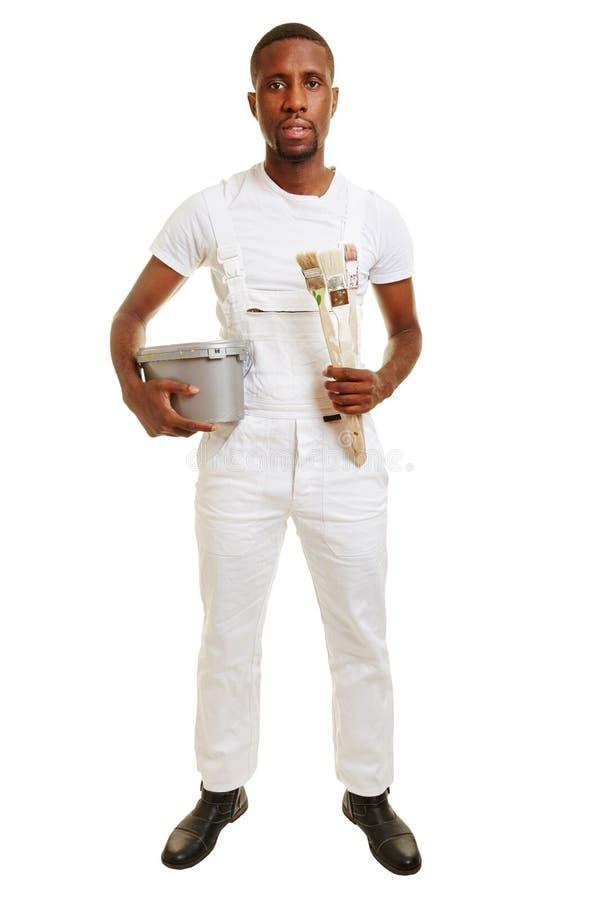 Homme comme peintre avec la boîte de brosse et de peinture photos libres de droits