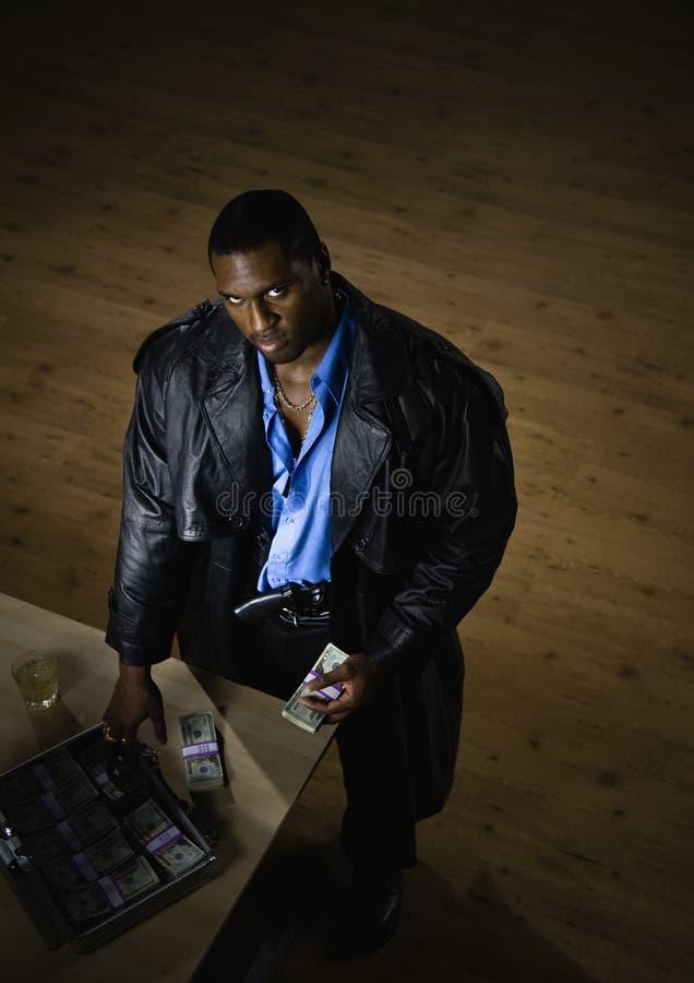 Homme Comptant L Argent Au Bureau Photo stock