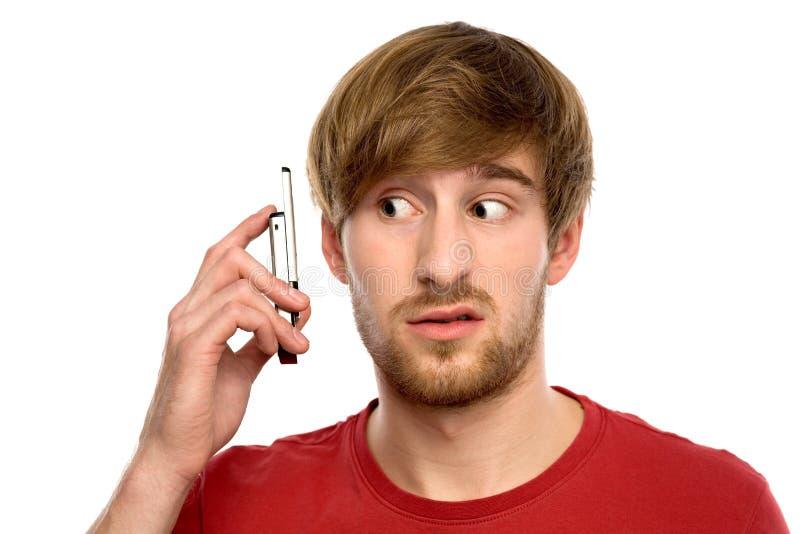 Homme confus avec le téléphone portable images libres de droits