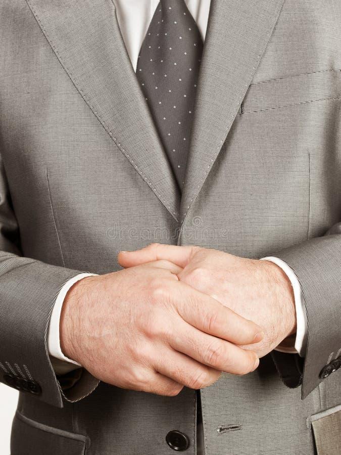 homme croisé de mains images stock