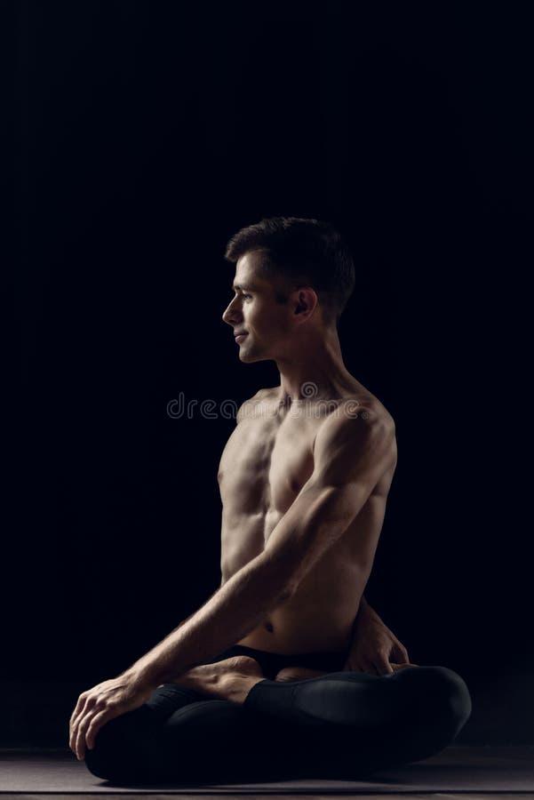 Homme décontracté de yogi image stock