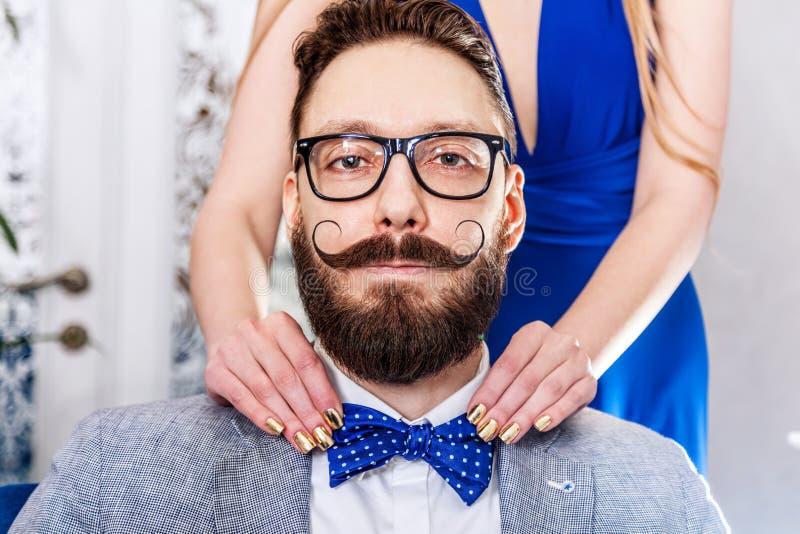 Homme démodé avec une barbe et une moustache courbée images libres de droits