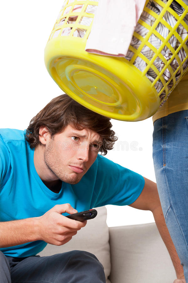 Homme dépendant à la télévision photographie stock