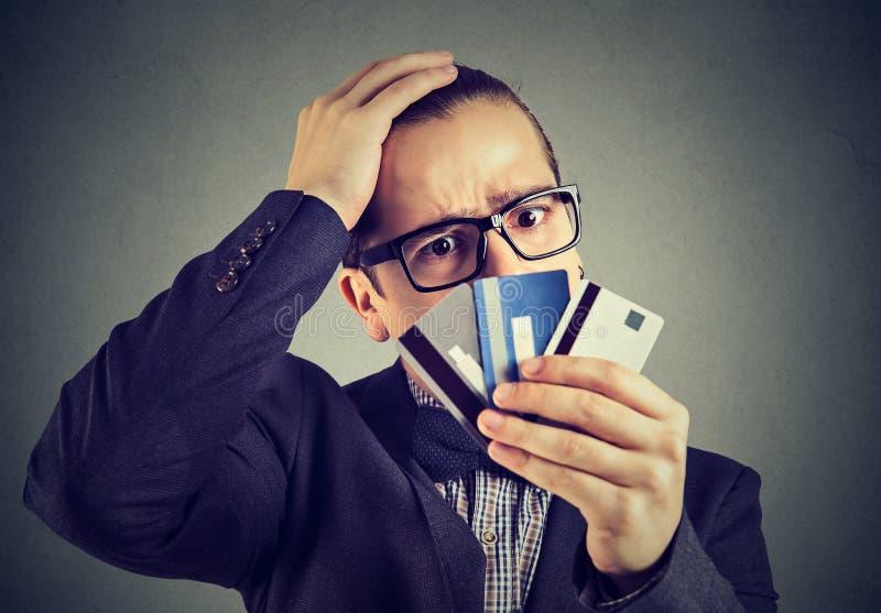Homme désespéré ayant des problèmes de prêt photo stock
