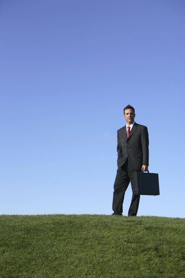 Homme d'affaires à l'extérieur photos stock