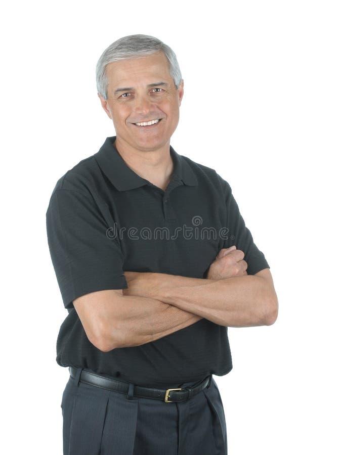 Homme d'affaires âgé moyen occasionnel avec des bras pliés photo libre de droits