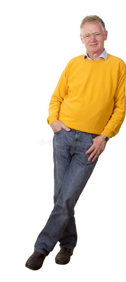 Homme d'affaires aîné confiant posant en passant. photo stock