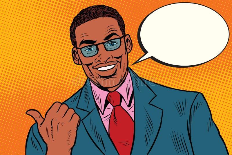 Homme d'affaires africain positif montrant la direction de pouce illustration stock