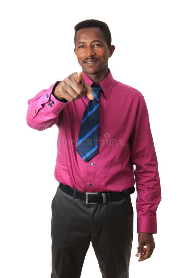 Homme d'affaires afro-américain avec une relation étroite d'isolement photos stock
