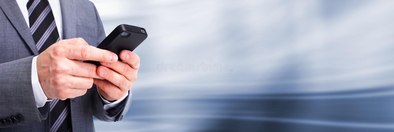 Homme d'affaires appelant par le téléphone. photos stock