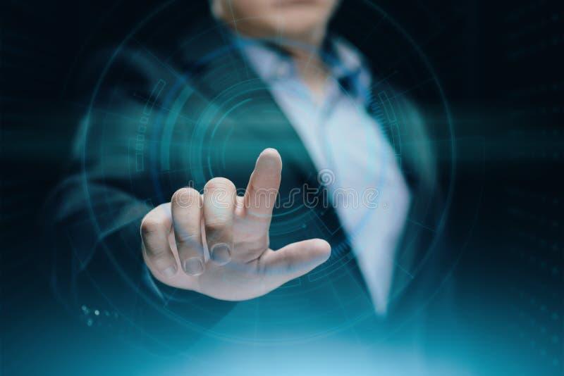 Homme d'affaires appuyant sur le bouton Concept d'affaires d'Internet de technologie d'innovation L'espace pour le texte images libres de droits