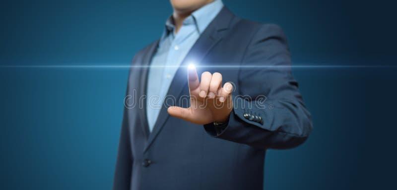 Homme d'affaires appuyant sur le bouton Concept d'affaires d'Internet de technologie d'innovation L'espace pour le texte photographie stock libre de droits