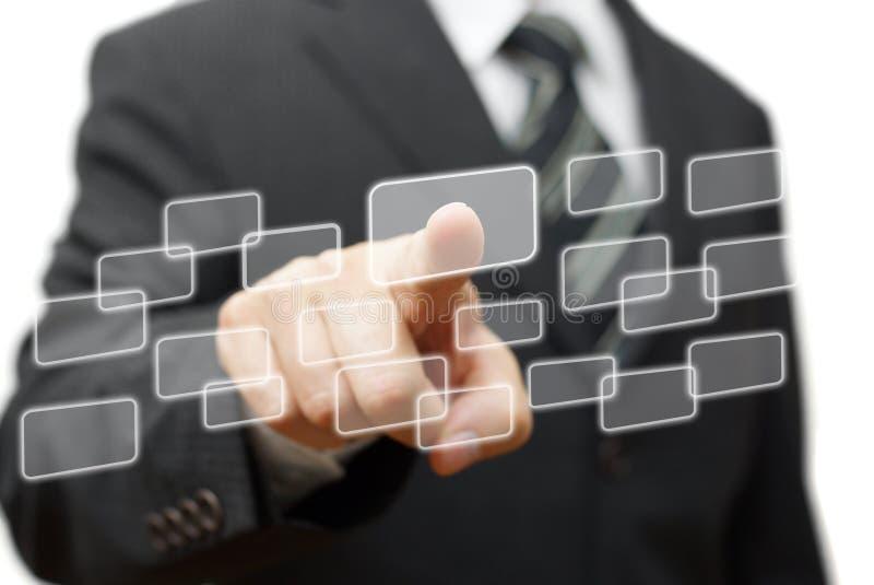 Homme d'affaires appuyant sur les boutons virtuels Choix et technologie Co photos libres de droits