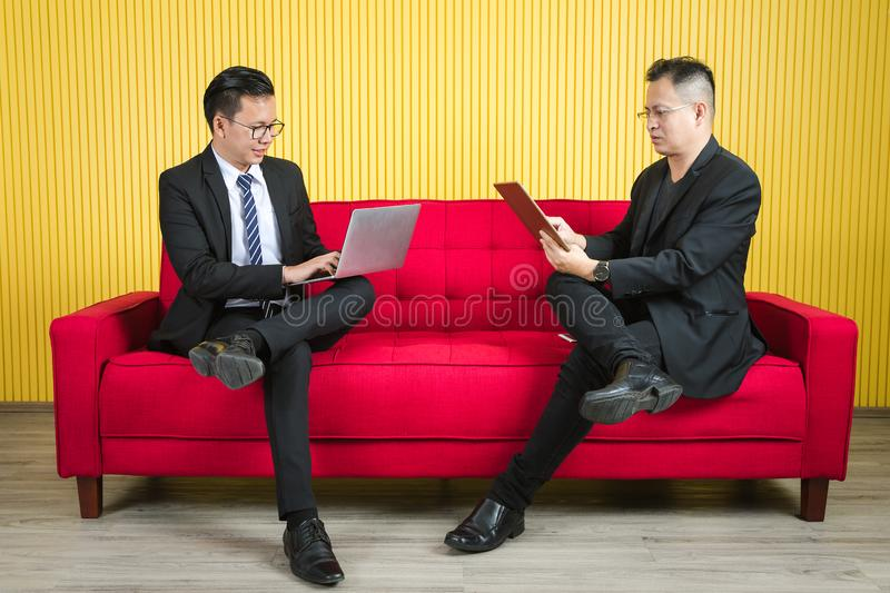 Homme d'affaires asiatique au bureau photo libre de droits