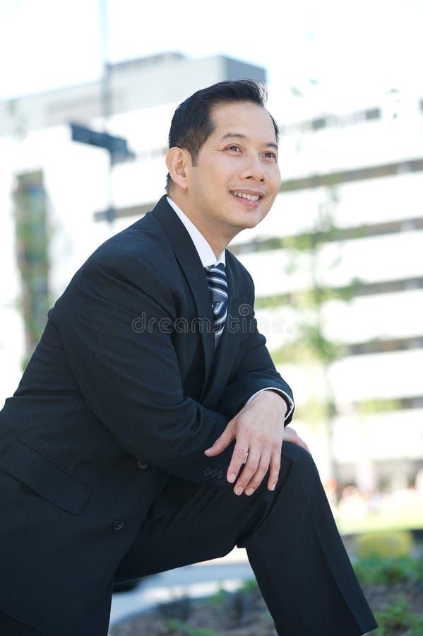 Homme d'affaires asiatique bel photo stock